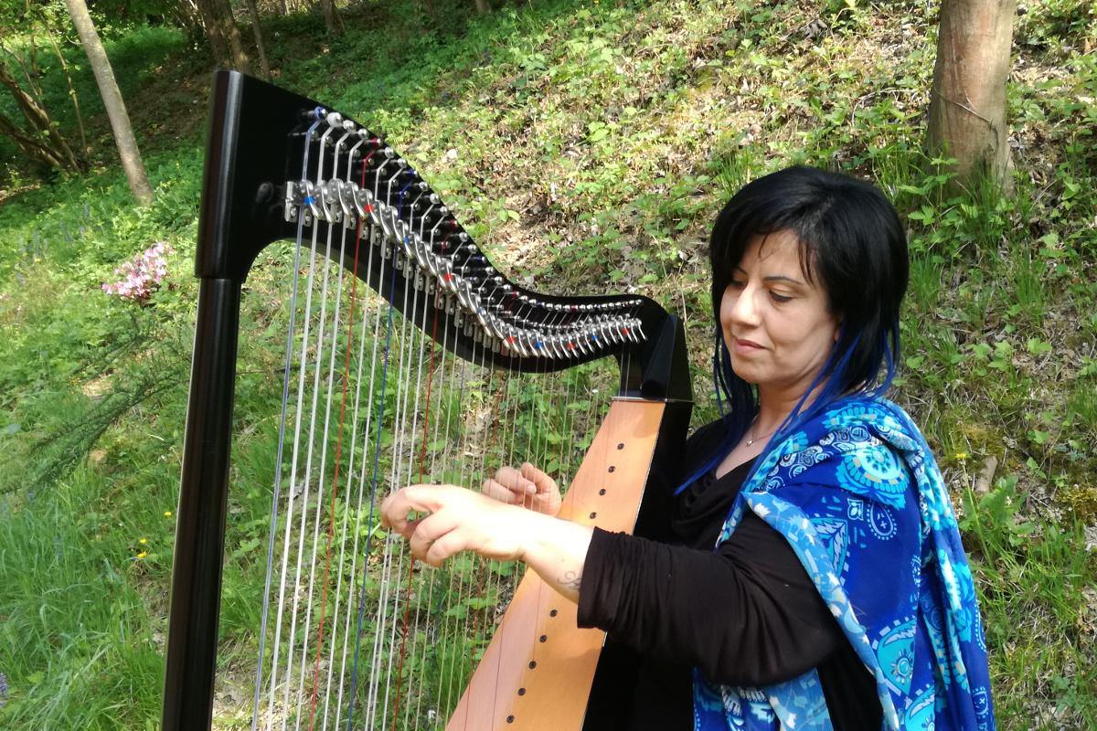 Michela Chiarelli la magia dell'arpa