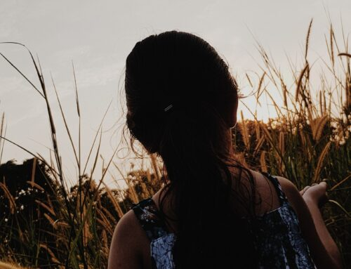 Tu potrai raccontare di te una tragedia o un avventura – dicevi…